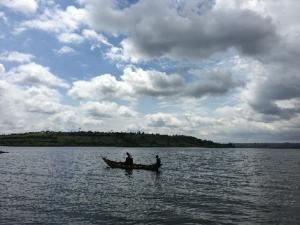 ムハジ湖と漁師